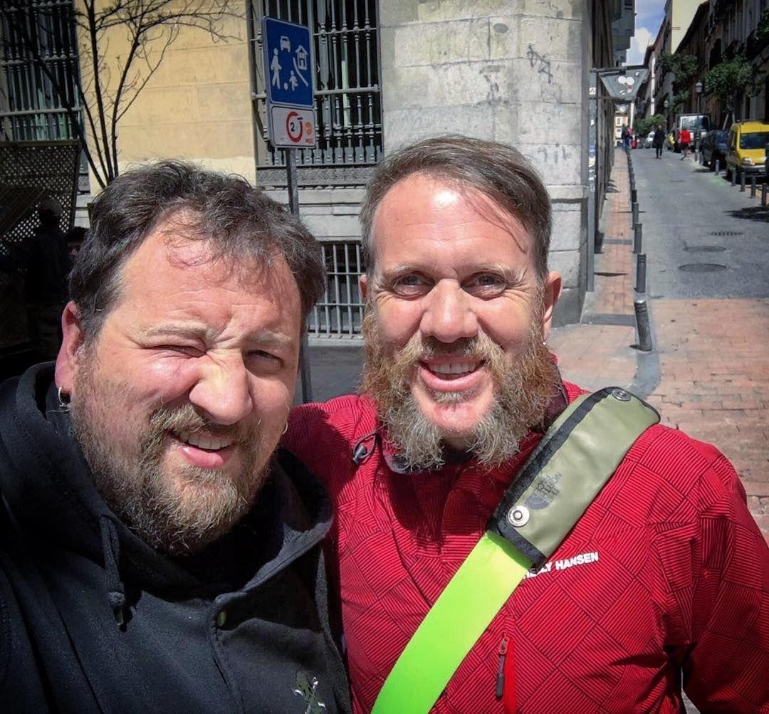 Con amigos como @pandaartistpau la vida es mucho más maravillosa... #friends #hacemasde20años #majuelo #berritxarrak #nonservium #gatibu #nafarroa #catalunya #pitxurri #management #panda #music #punk #rock #eh #madriz #malasaña #friendship by mctersse