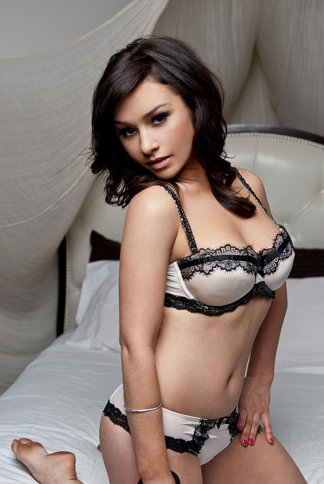 Readhead pussy and tits up close