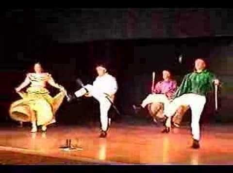 Nayarit-bailable de los machetes,se compone de sones de marcada influencia indígena,tanto en la música cabo o en las ejecuciones de sus pasos al interpretarlos.