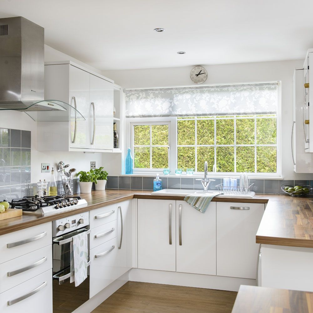 Small U Shaped Kitchens With Breakfast Bar   DECORKEUN