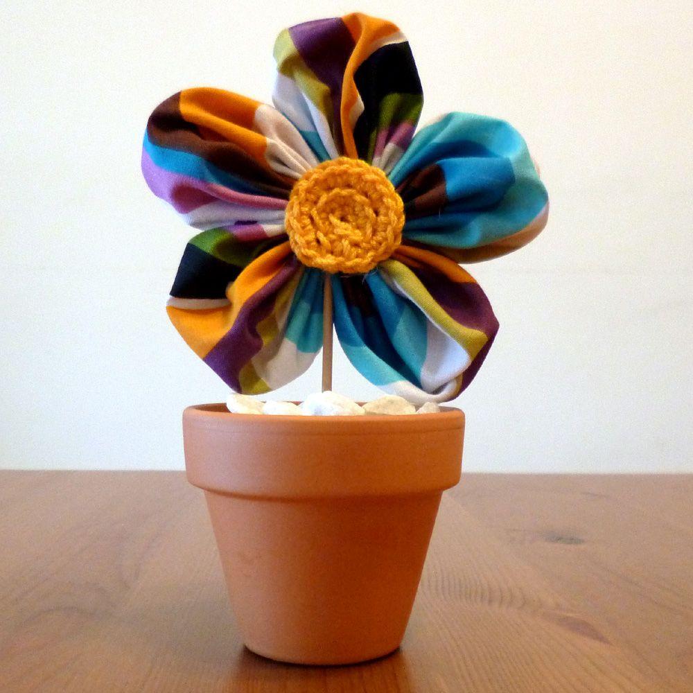 Pequeña maceta con flor de tela. Decoración para bodas, decoración para fiestas.