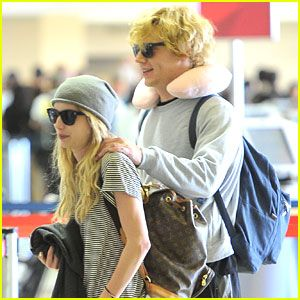emma-roberts-evan-peters-back-lax.jpg (300×300)