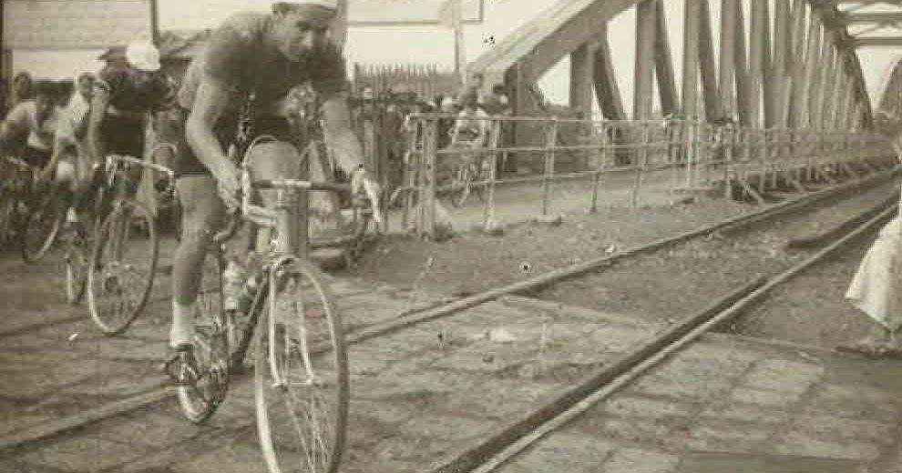 البوم صور ميت غمر سباق دراجات لعمال مصنع نسيج زفتى الصورة دى لعمال مصنع نسيج زفتى وكانوا بيعملوا زمان سباق دراجات وكانوا بيعدوا Bicycle Race Racing Bicycle