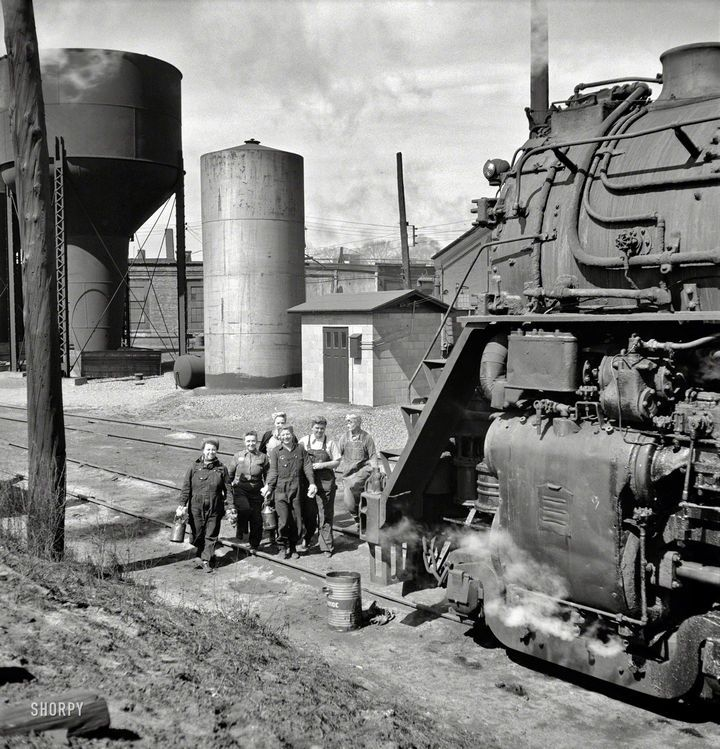 35 Rare Historical Pictures You Have To See To Believe Train