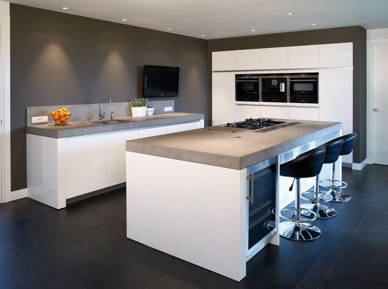 Keukenblad goede kleur wijnkast mooi kasten ingebouwd keuken