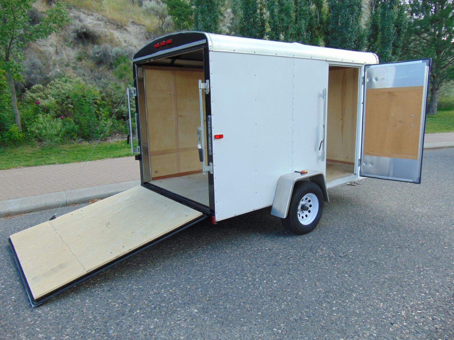 Small Cargo Trailers For Rent Small Covered Trailer Check More At Http Besthostingg Com Small Cargo Trailer Moving Trailers Cargo Trailers Covered Trailers
