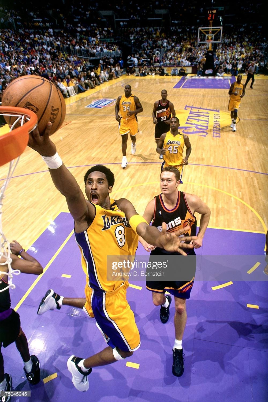 Kobe Bryant Of The Los Angeles Lakers Attempts A Layup Against The In 2020 Kobe Bryant Los Angeles Lakers Kobe