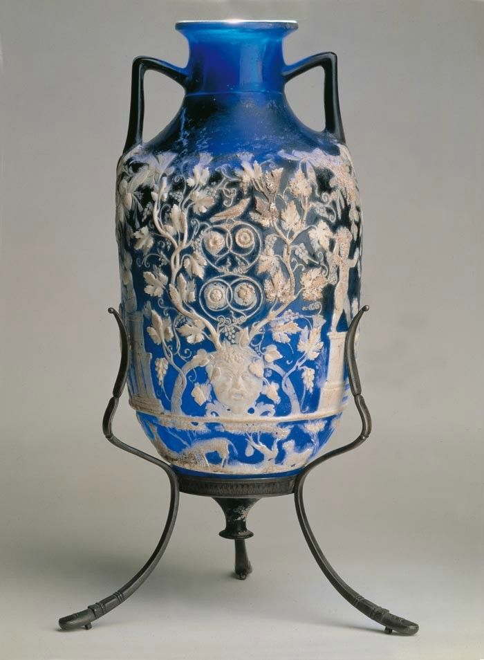 The blue vase from pompeii naples national for Vase antique romain