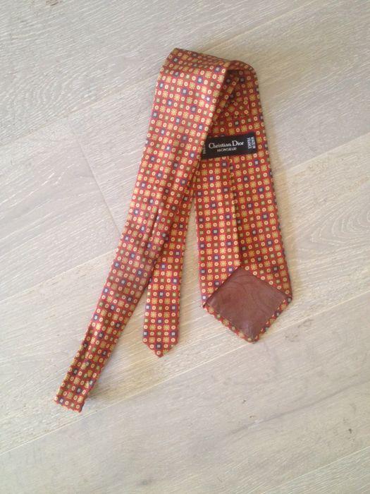 5c72daa60b77 En ce moment aux enchères  Catawiki  Christian Dior - Cravate   karl