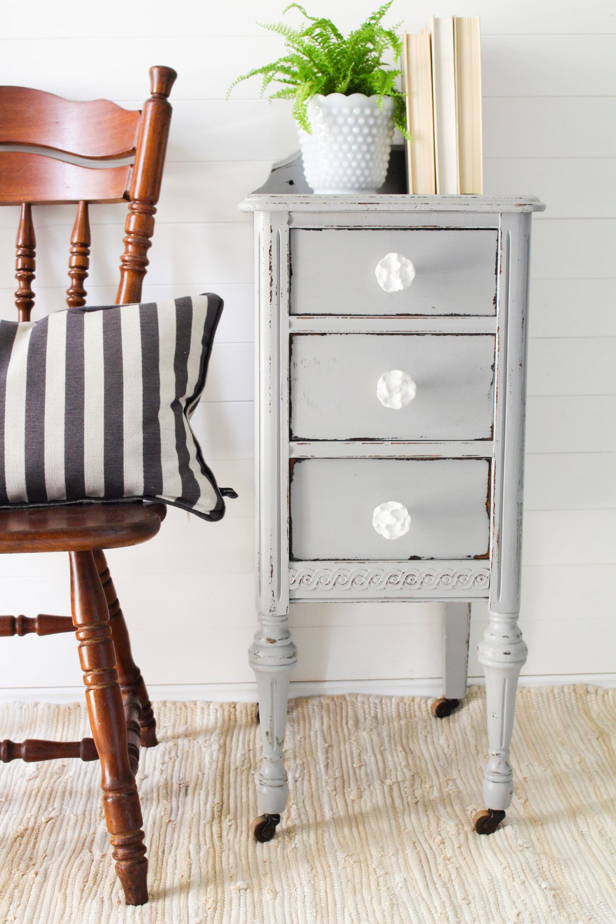 Pebble Beach End Table Country Chic Paint Blog Country Chic Paint Shabby Chic Furniture Painting Shabby Chic Furniture
