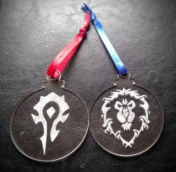 World of Warcraft Horde and Alliance decorations, Pair ...