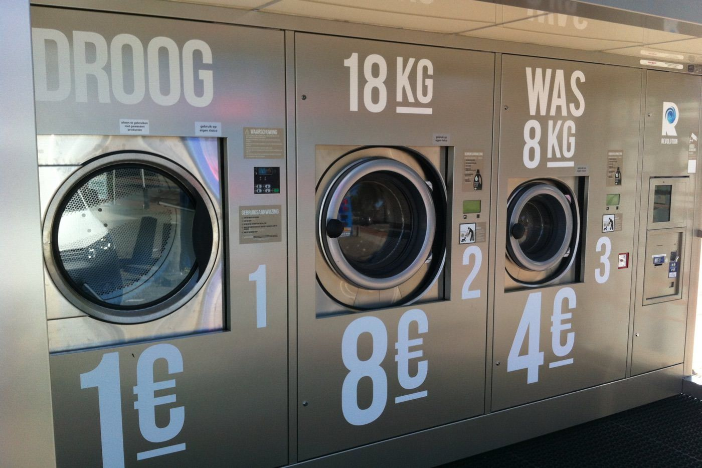 Sidewalk Laundromat Lets You Walk While You Wash Clean Laundry