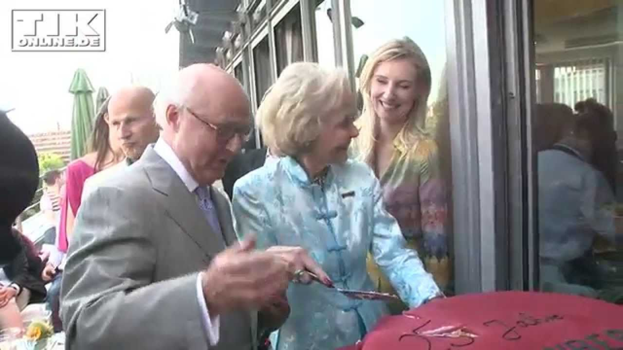 Berlins berühmteste Gastgeberin feiert Jubiläum: 25 Jahre Hardenberg Con...
