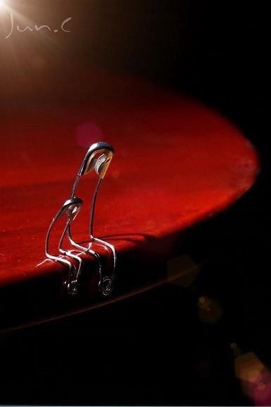 Safety Pin People: The beautiful photography of Junn.C
