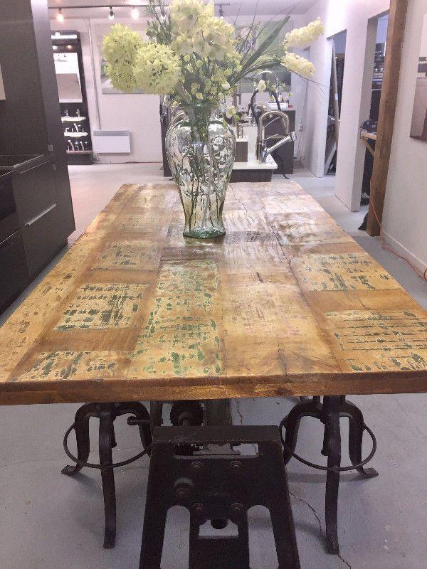 Table a manger base en fer forgé et bois piece de collection mobilier de