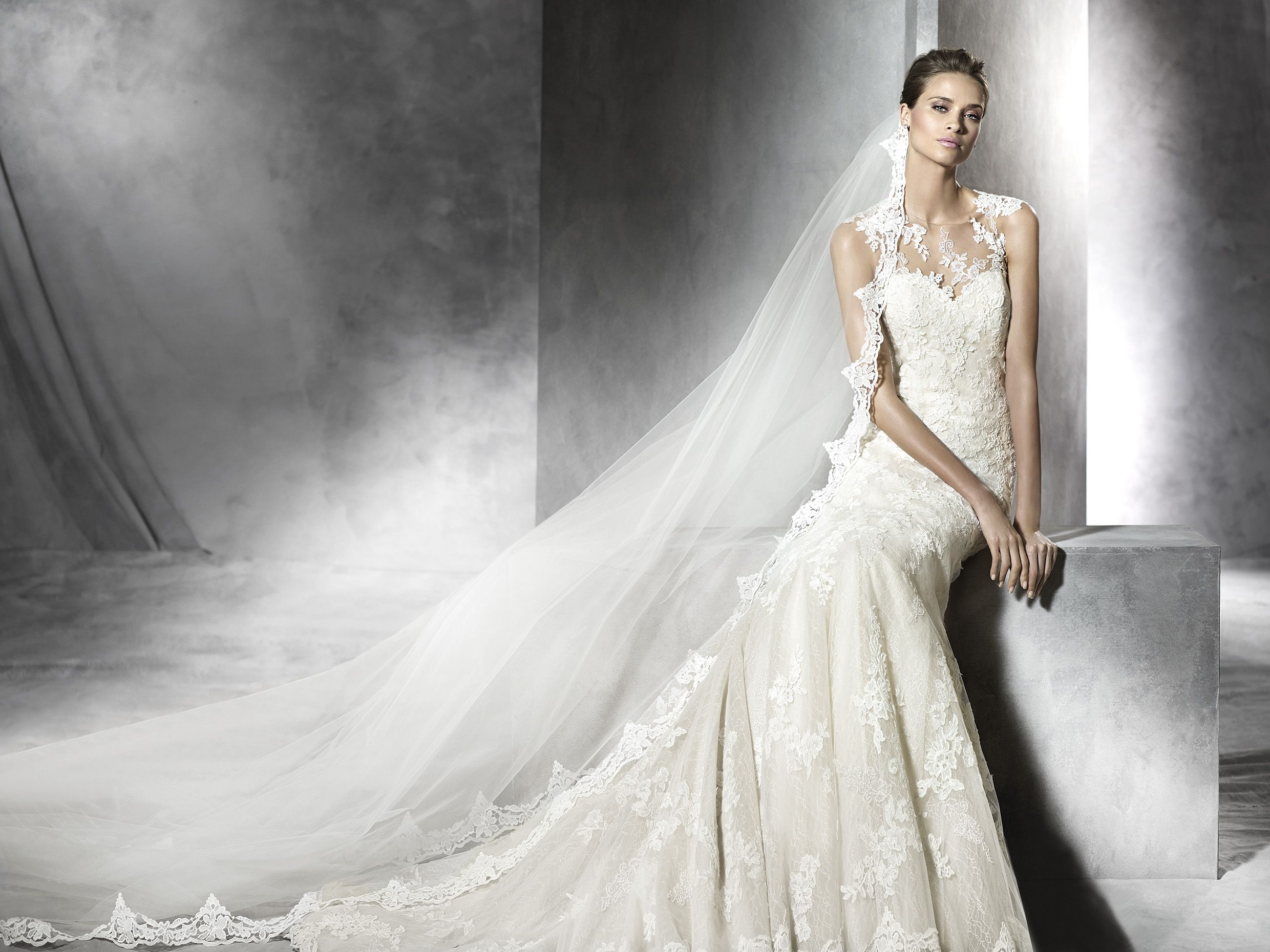Lace wedding dress tulle november 2018 Pronovias Pladie available from November  sample size