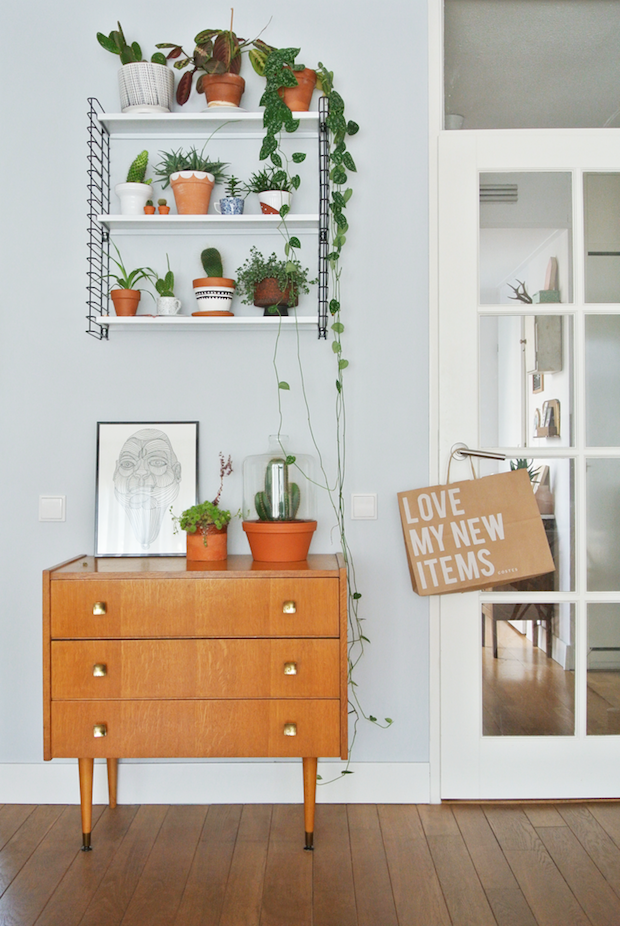 Un intérieur vintage et coloré | Commode vintage, Interiors and Plants
