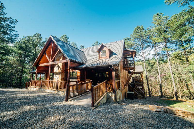 Godfathers Retreat Beavers Bend Luxury Cabin Rentals Broken Bow Cabin Rentals Broken Bow Lake Cabins Br In 2020 Luxury Cabin Rental Outdoor Gas Fireplace Cabin