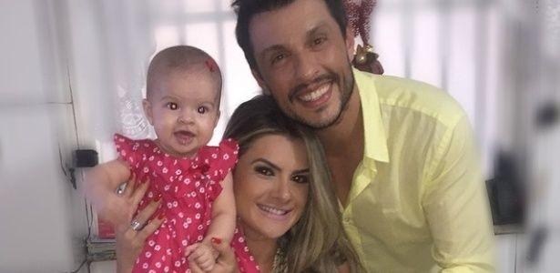 Mirella Santos divulga vídeo da filha com Ceará falando pela 1ª vez #Festa, #Filha, #Gente, #Humorista, #Instagram, #Programa, #Vídeo http://popzone.tv/mirella-santos-divulga-video-da-filha-com-ceara-falando-pela-1a-vez/