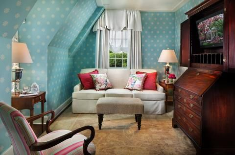 Gorgeous, historic hotel in Chapel Hill North Carolina. http://sweetcarolinerva.com/2015/03/16/style-inspiration-the-carolina-inn/