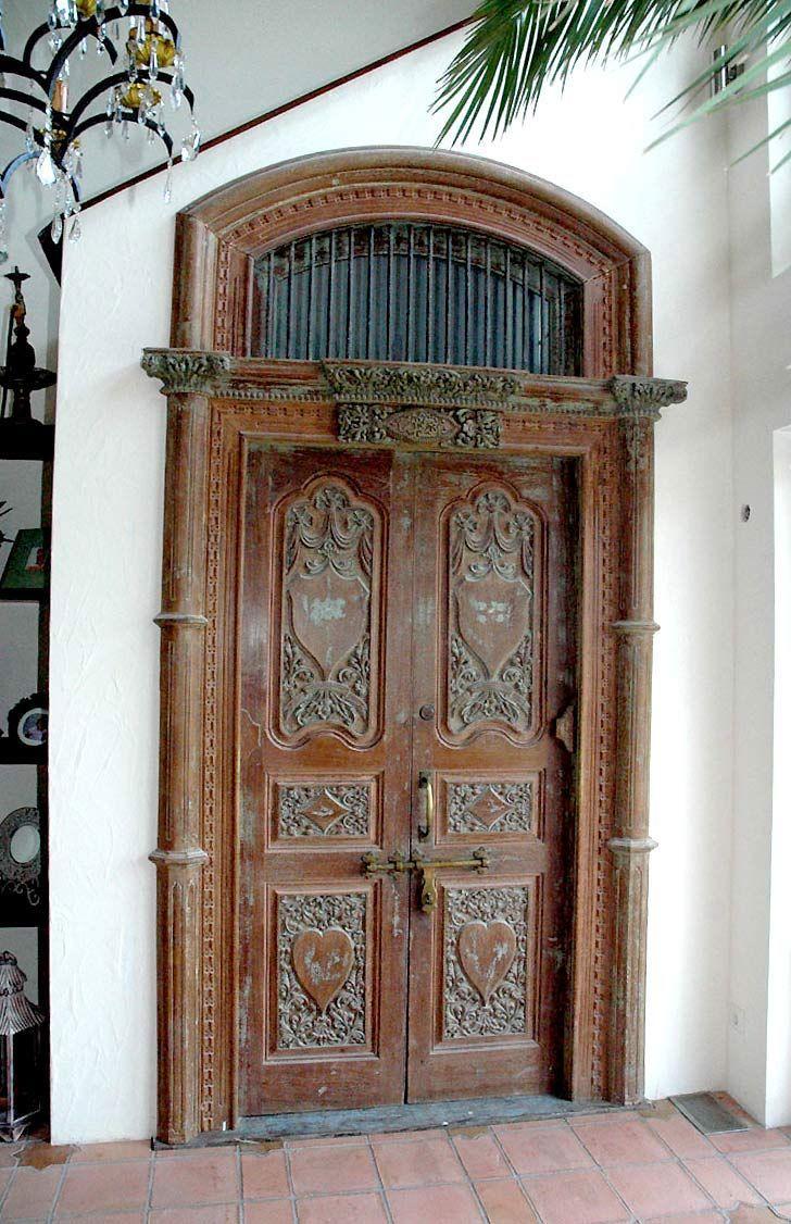 Alte Eingangstür aus Indien, jetzt begehbarer Küchenschrank | Doors ...
