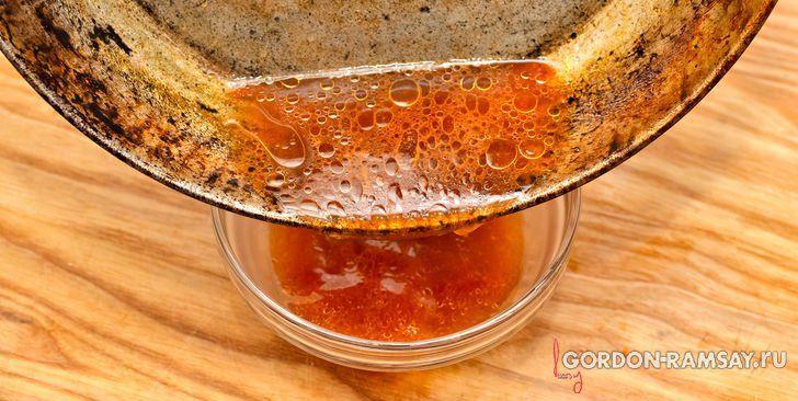 """Подливка из сока со сковороды из книги """"Секреты шефа"""" Гордона Рамзи."""