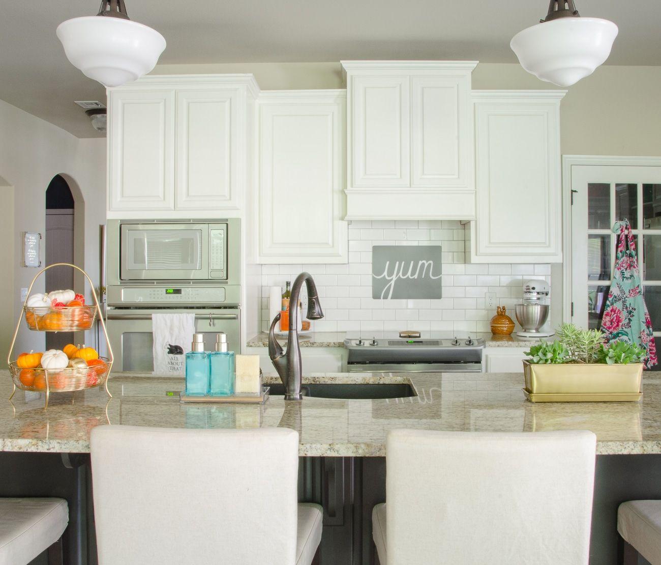 organizing the kitchen sink area polished habitat Organizing The Kitchen Area With A Dainty Kitchen Backsplash Decoration Model id=31264
