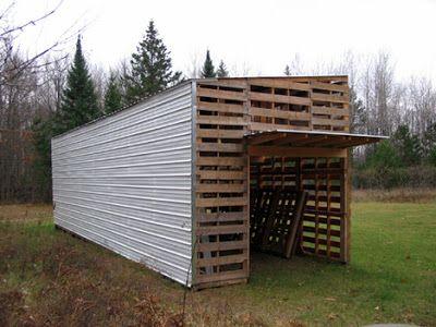 Cabane construite avec des palettes recycl es abri chevre pinterest palette cabane et maison - Construire sa maison en palette ...
