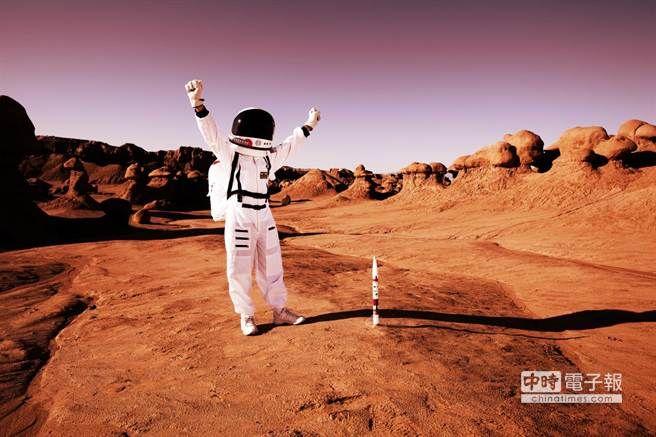 賈姬於1979年服務於NASA,她說曾看過維京探測器回傳影像,有兩位太空人在火星漫步。(取自赫芬頓郵報)