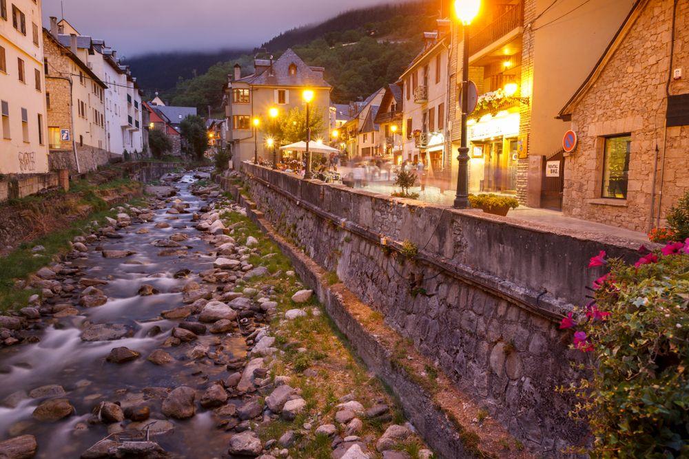 Les Millors Escapades Per Fer Per Catalunya Llocs Imprescindibles Per Visitar Per Tot Catalunya Què Cal Veure Escapadas Delta Del Ebro Contaminación Lumínica
