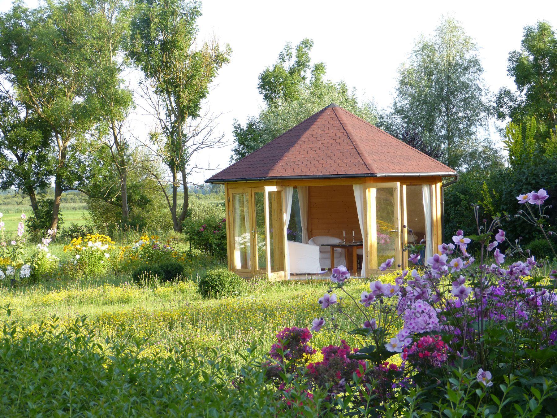 Fresh Gartenpavillon aus Holz in einem gro z gigen Garten perfekt f r gem tliche Abende