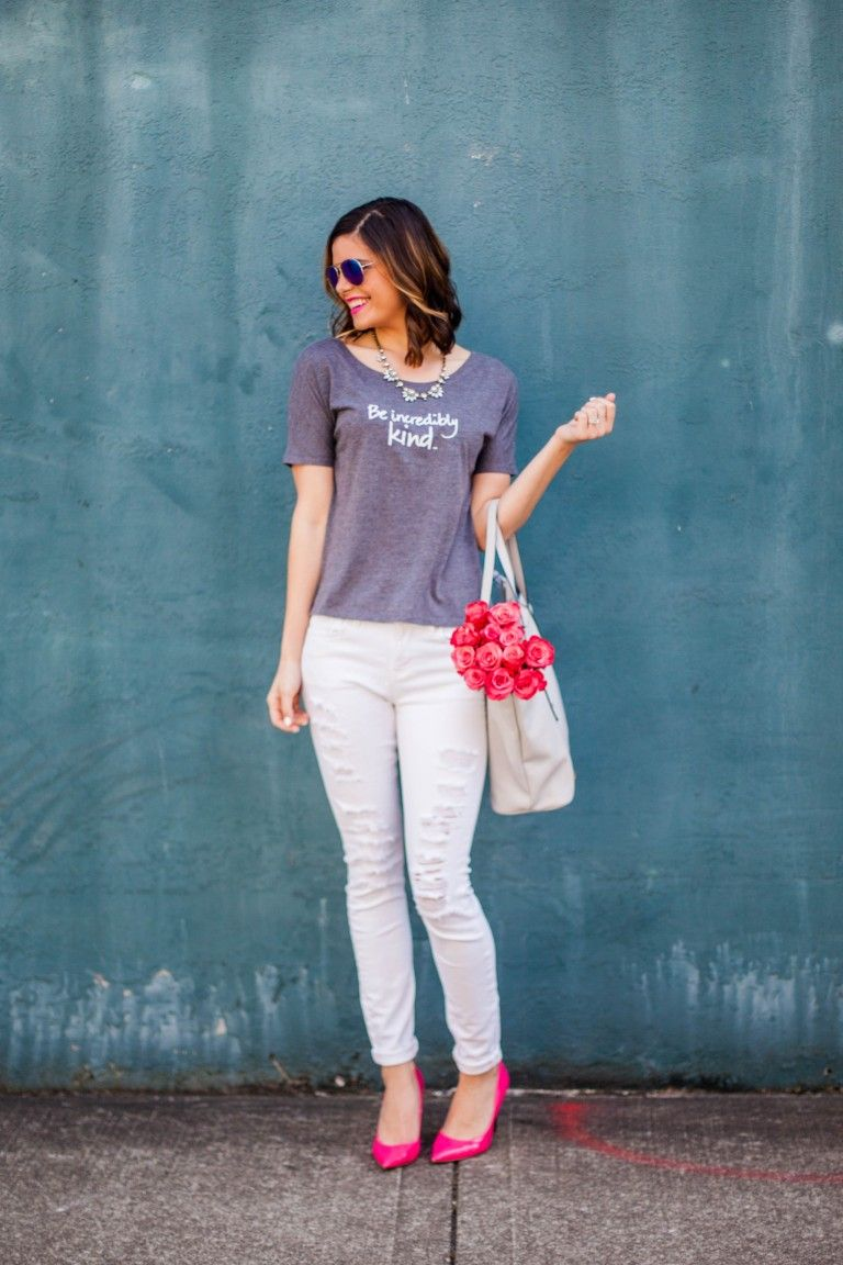 Le Motto | Be Incredibly Kind | Distressed Denim | White Jeans | Pink heels | Gray Tote