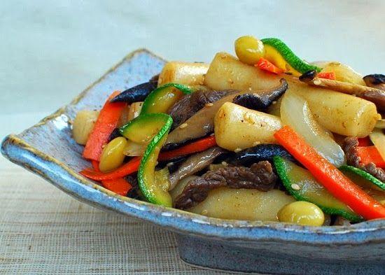 Korean Bapsang: Gungjung Tteokbokki (Stir-fried Rice Cake with Beef and Vegetables)