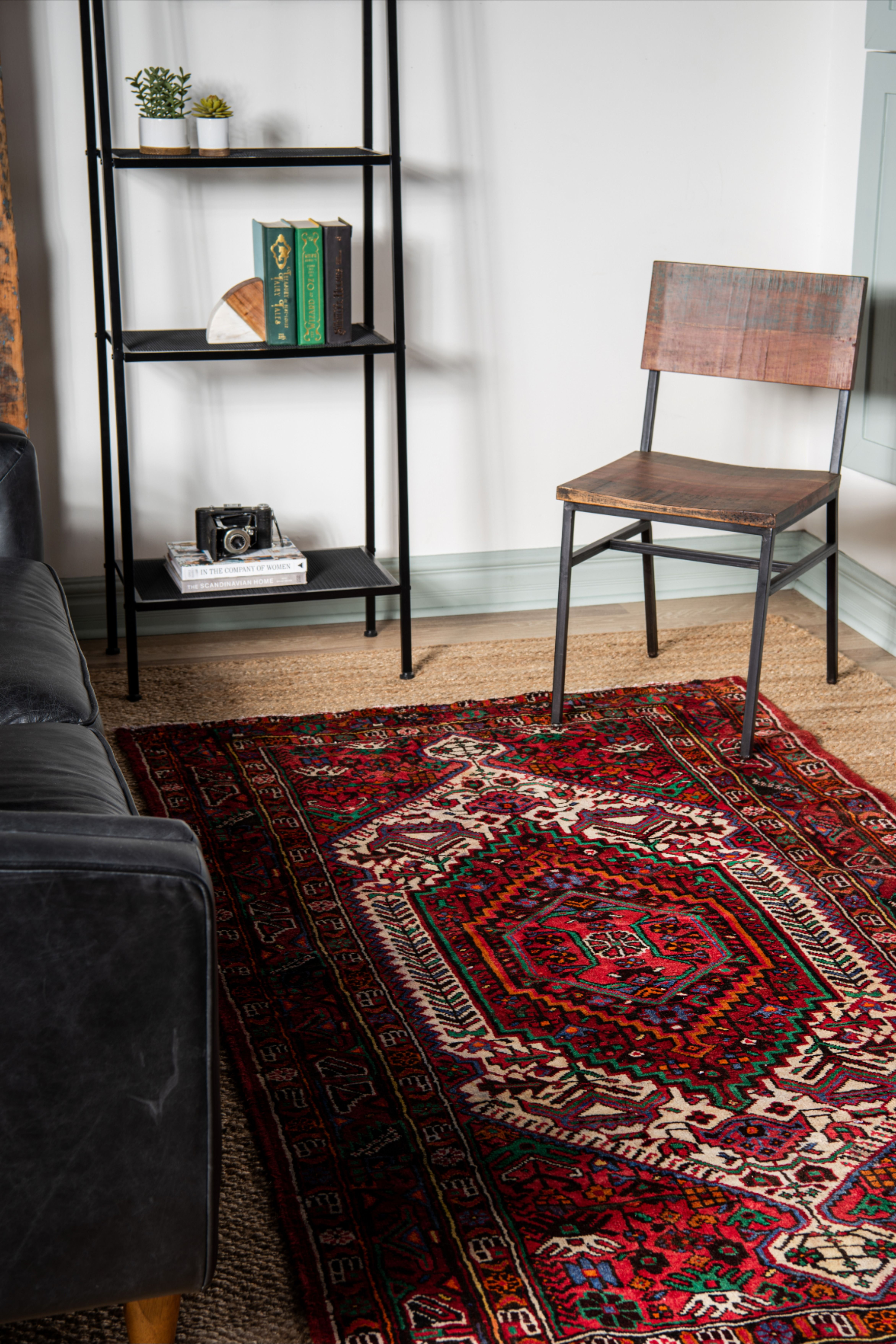 Traditional Persian Rugs In 2020 Rugs In Living Room Persian Rug Living Room Persian Rug #persian #rug #in #living #room