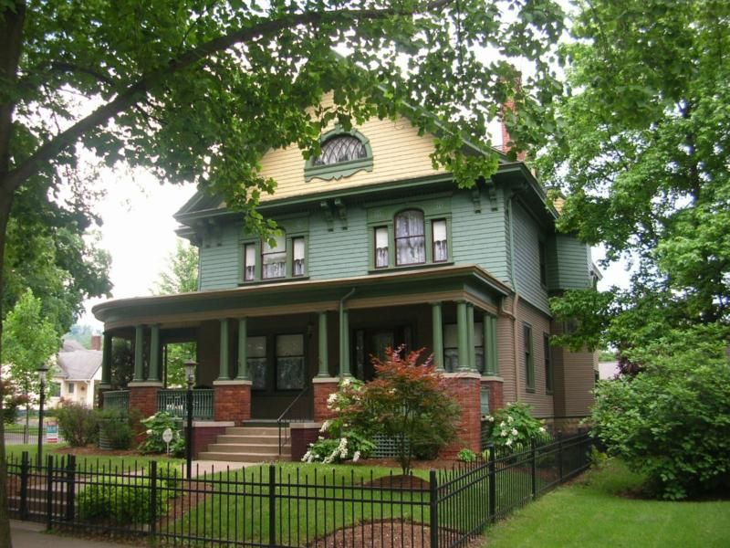 Historic Chillicothe Homes For Sale Reduced To 259 000 Victorian Houses For Sale Victorian Homes Victorian Style Homes
