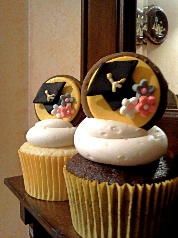 Graduation cupcake idea.