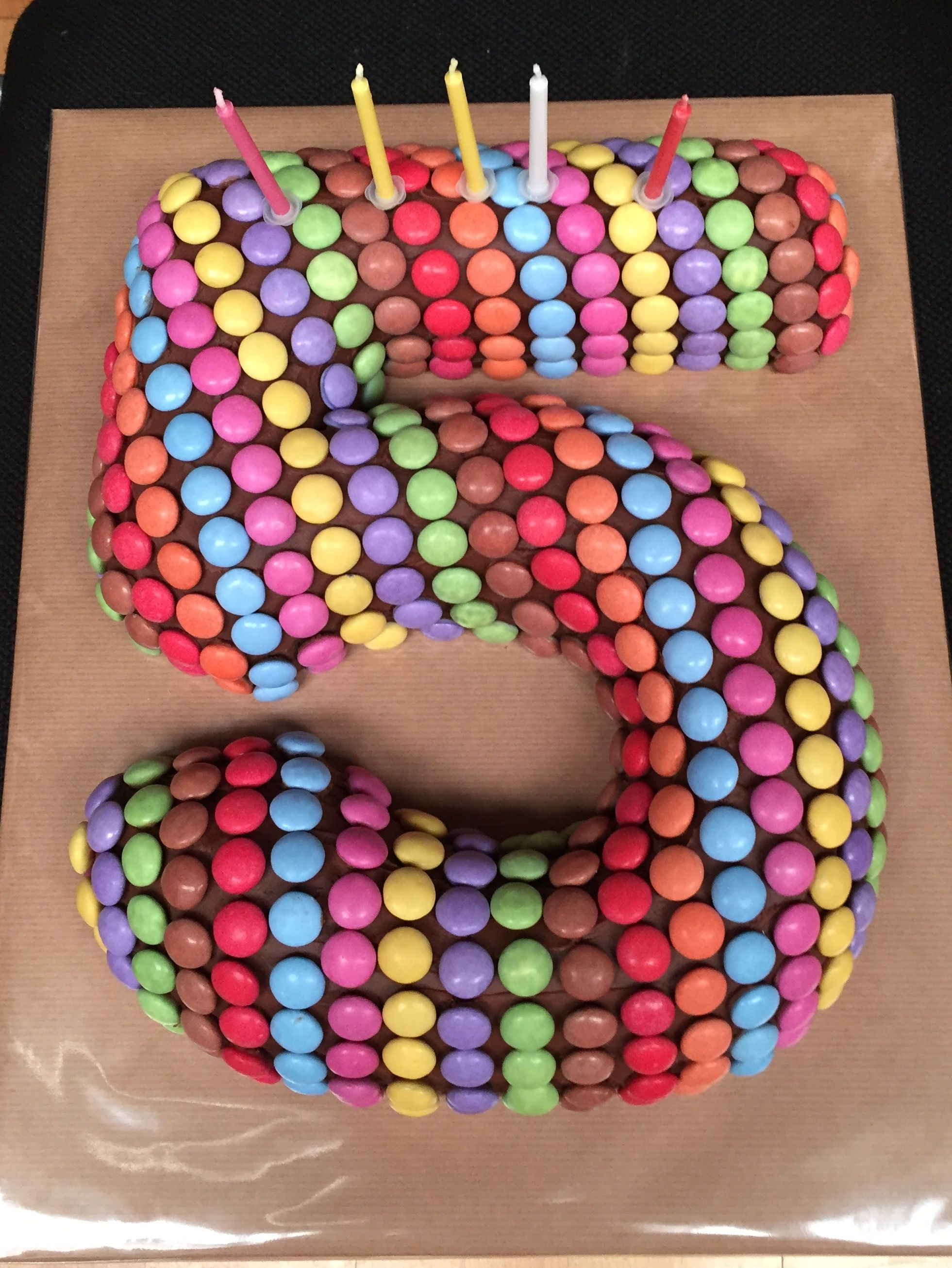 number 5 chocolate smartie birthday cake kid 39 s birthday ideas pinterest kinder torten. Black Bedroom Furniture Sets. Home Design Ideas