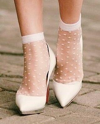City Hall bride swag. #weddingshoes #bridalfashion #coolbride (📷 via tumblr)