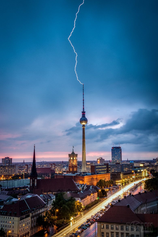 Travelingcolors Lights And Thunder Berlin Germany By Tom Kpunkt Mit Bildern Fernsehturm Berlin Berlin Stadt Deutschland Germany