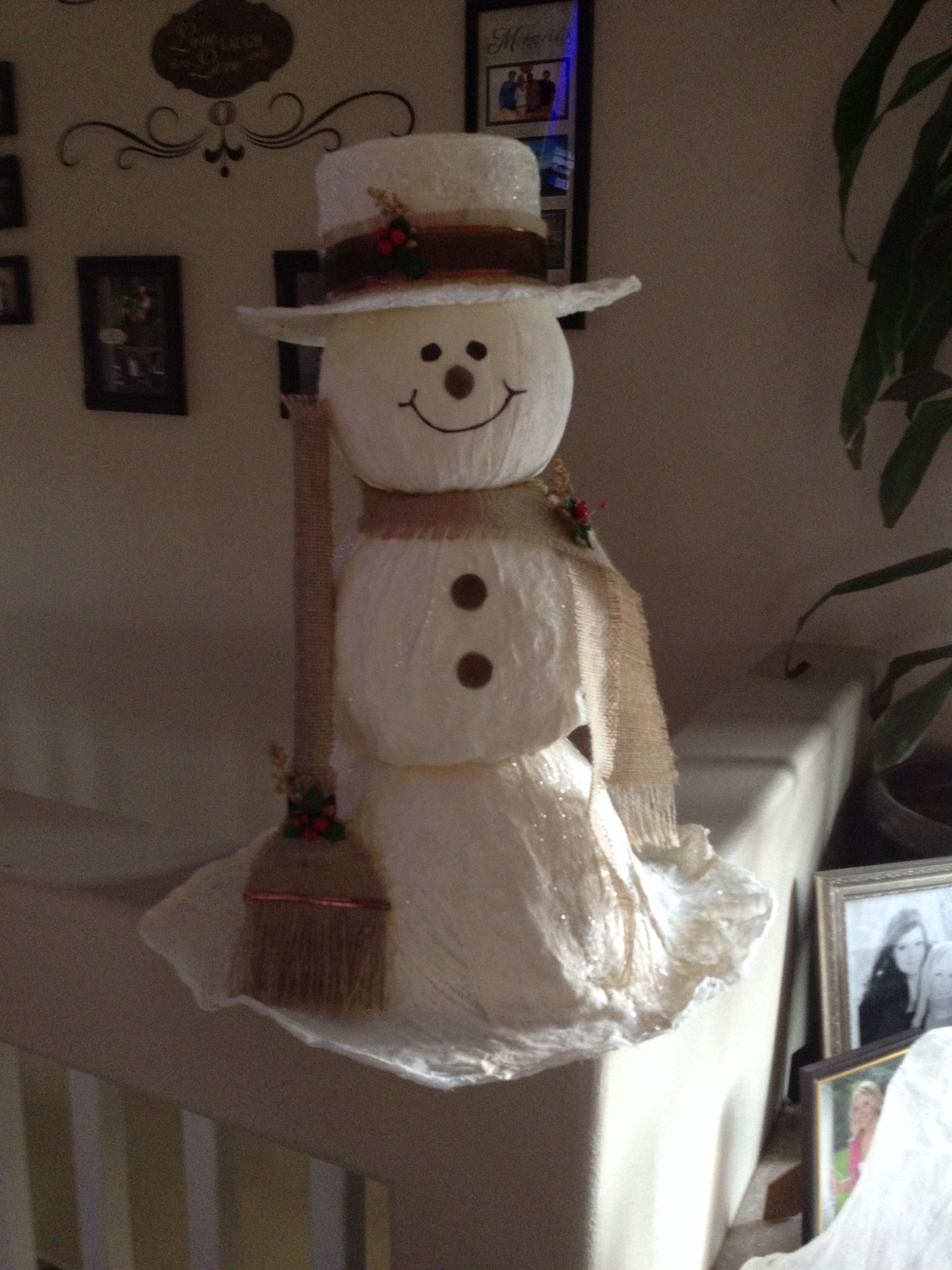 Cheese Cloth Snowman ) Super Easy & Fun Made With