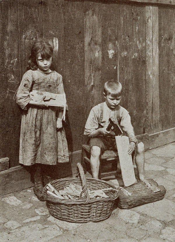 Horace Warner was een amateur fotograaf die in de londense wijk spitafields foto,s heeft gemaakt van het dagelijkse leven..en dan voora...