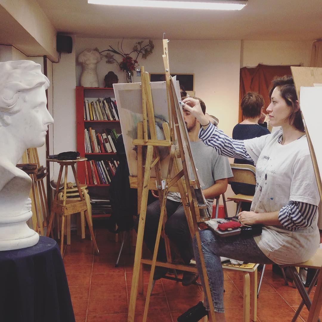 Taller de retrato con @lucia.r.muzas y @desicivera #academiadearte #elenclave #madrid #malasaña #art #portrait # by elenclave