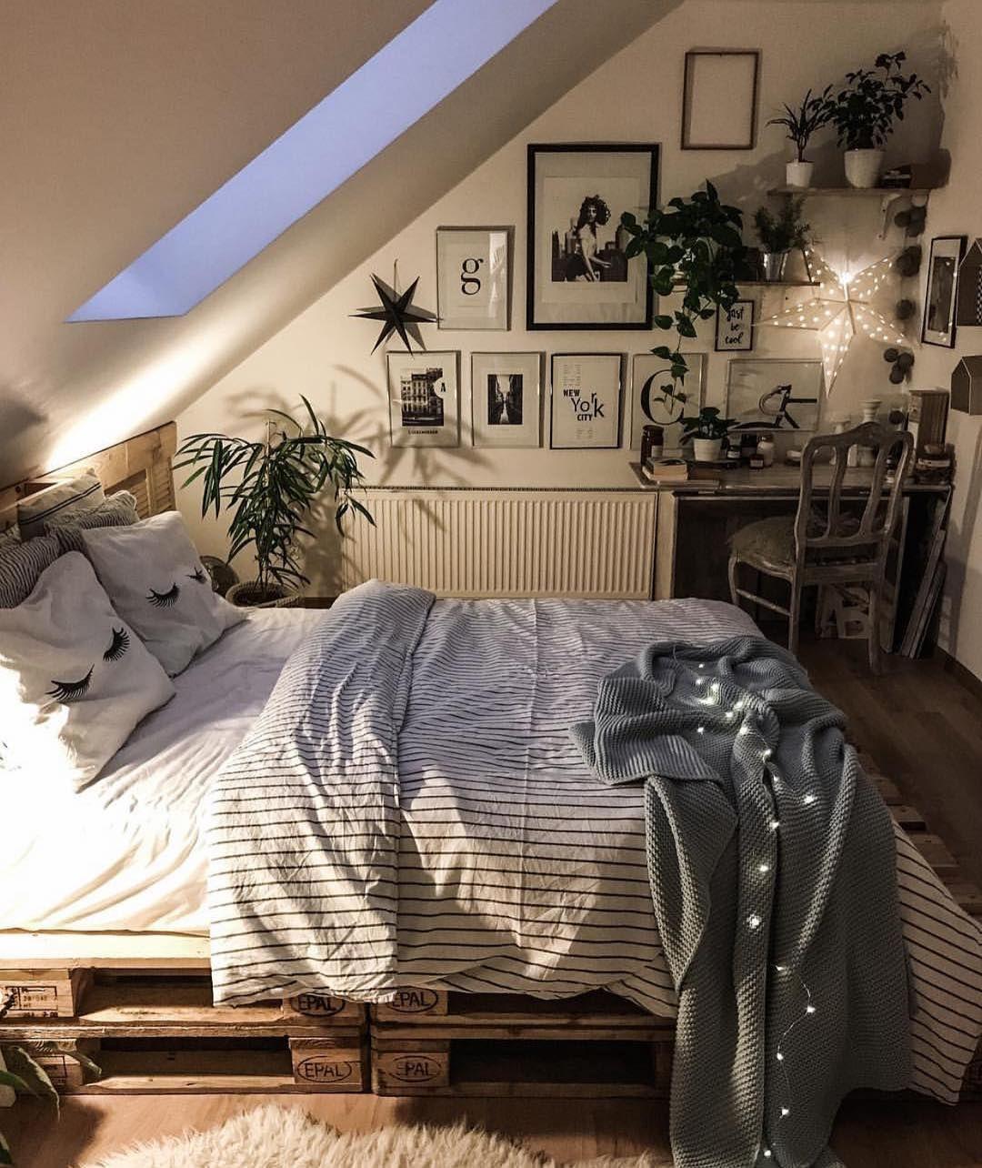 Housedecor interiordesign bedroom dreamhouse dreambedroom plants indoors house also best nice and snug images in ideas decor rh pinterest