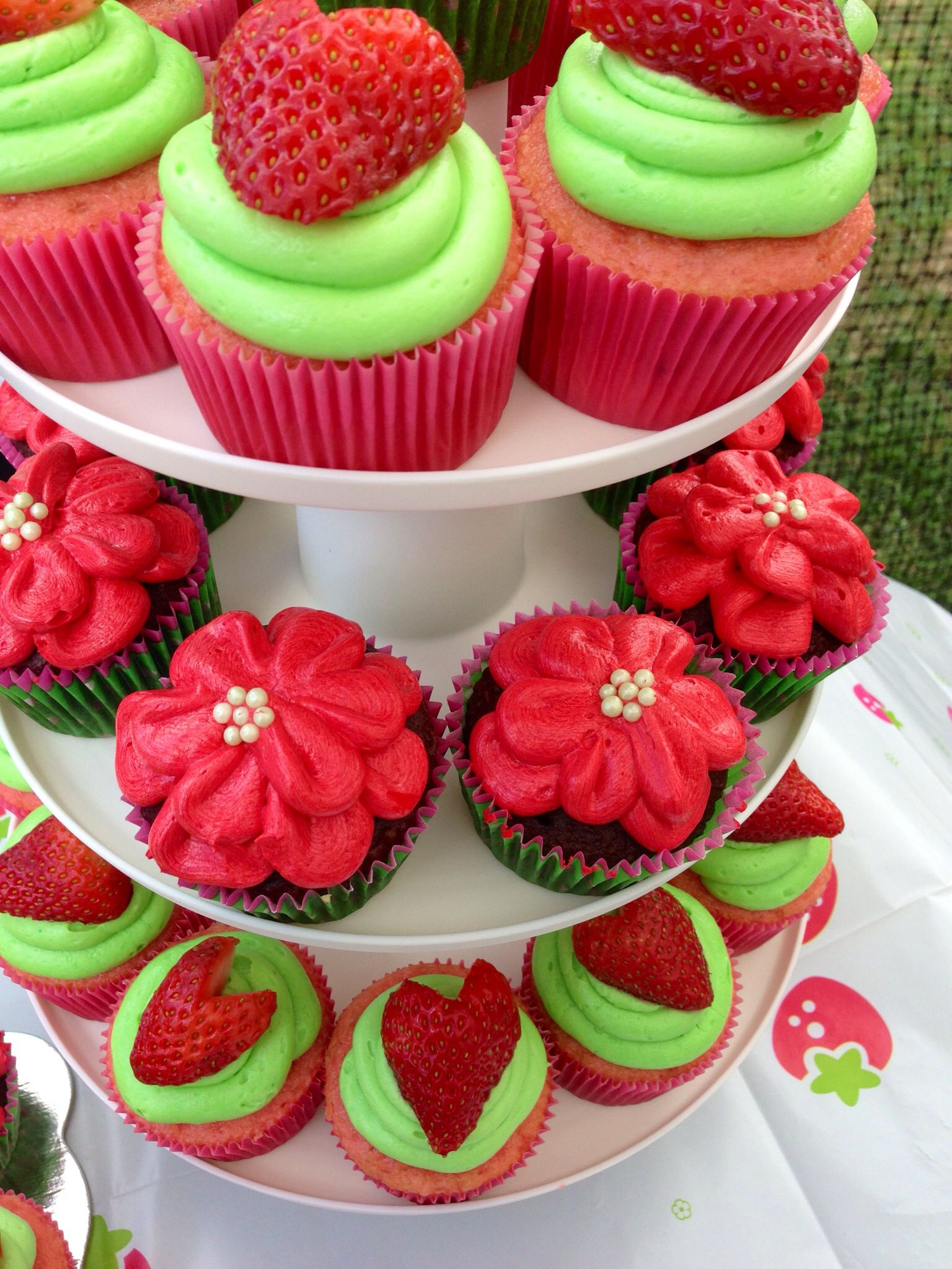 Strawberry Shortcake theme cupcakes