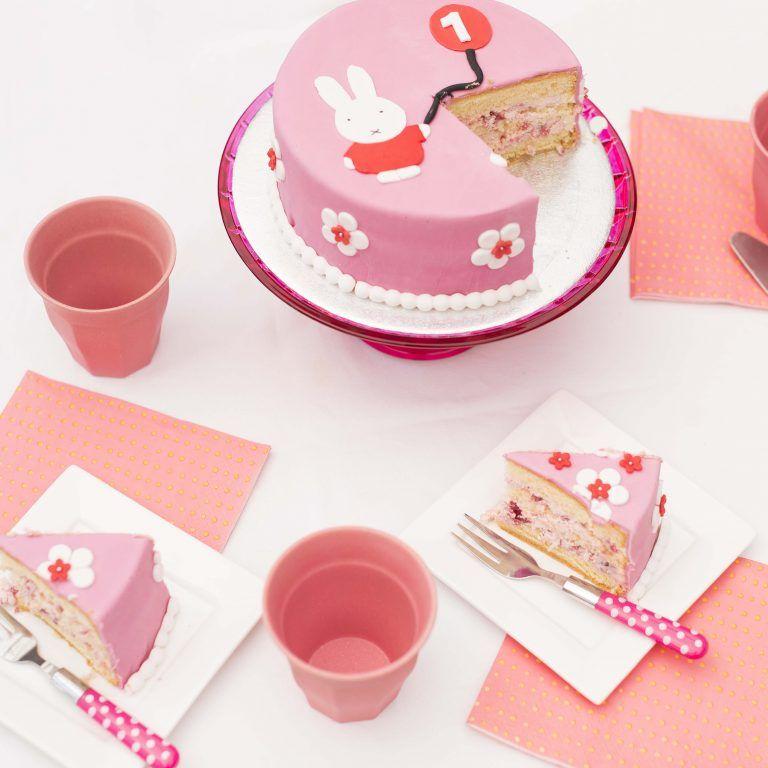 Nijntje cake: See more:ttp://www.localtwentyfive.nl/bij-een-verjaardag-hoort/