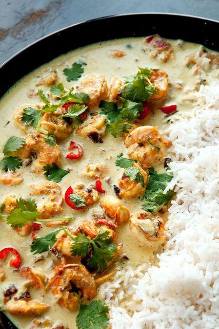 Curry, tomato, chili, prawns, herbs, herbs, herbs