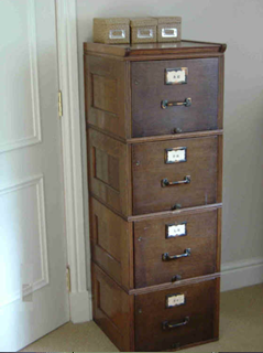 Charmant Vintage Filing Cabinet