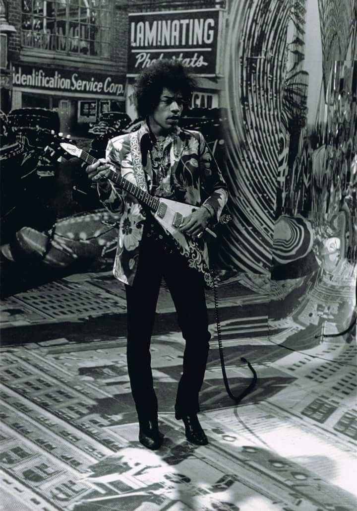 Even if you are not here with us, Happy birthday hendrix!!! 27/11 ...