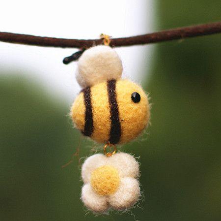 Buy Wooden circle small bees selling wool felt pok