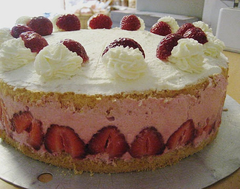 Erdbeer sahne torte mit fondant